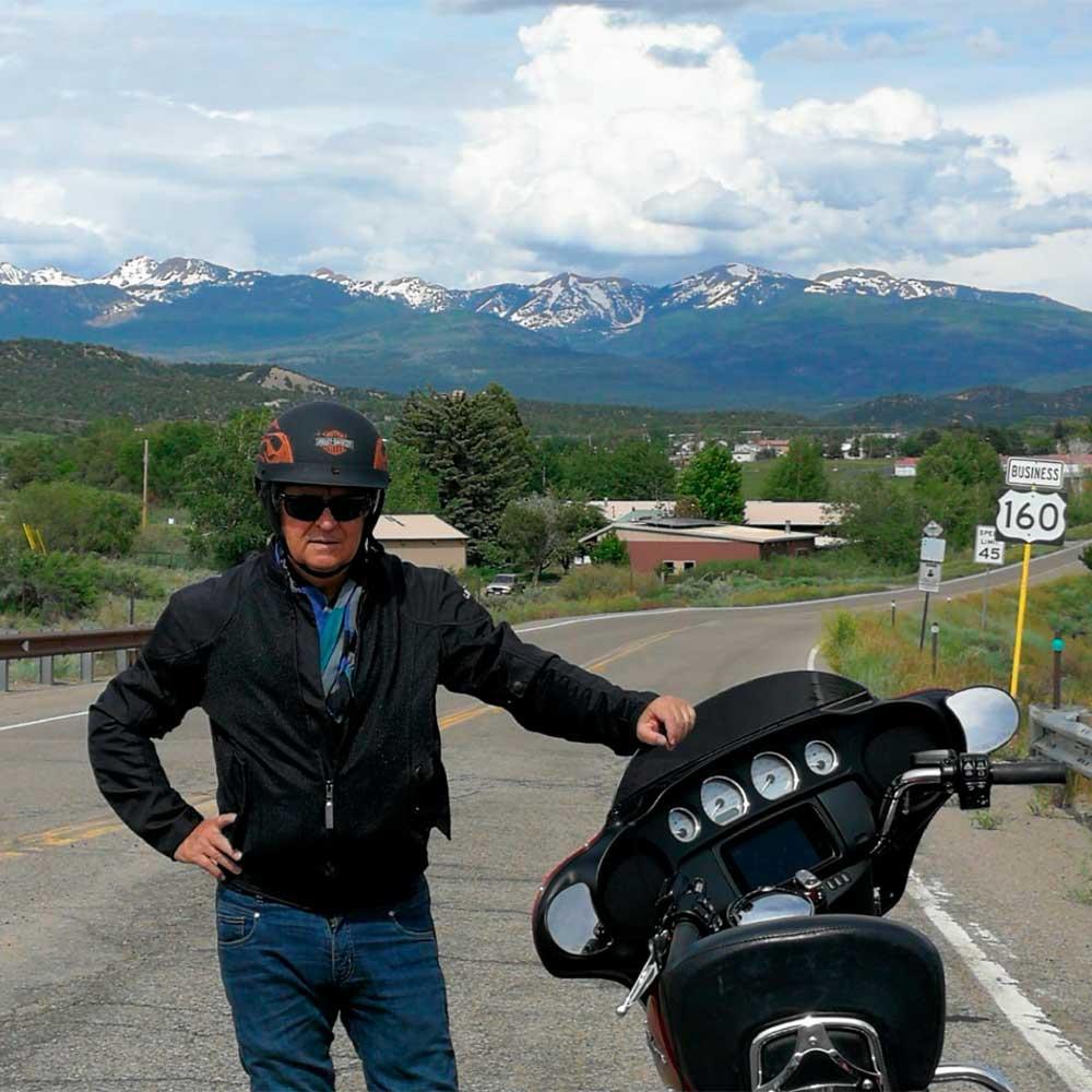 Dejando atrás Durango con la vista de las Rocosas